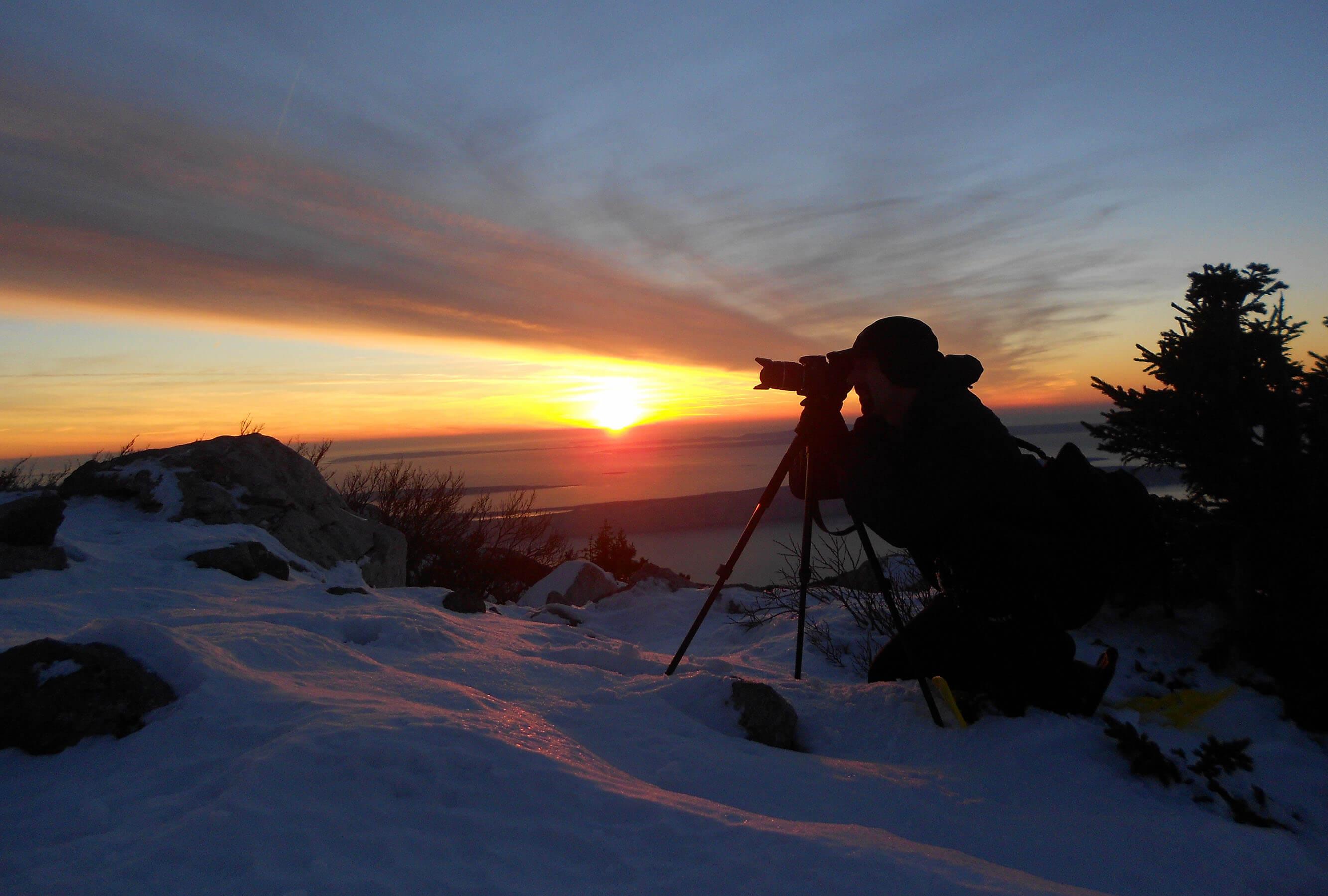 freelance fotograf Ivan Vukušić na snijegu do jaja